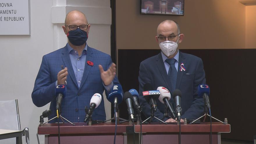 Video Brífink ministrů Plagy a Blatného k částečnému návratu do škol z 11. listopadu
