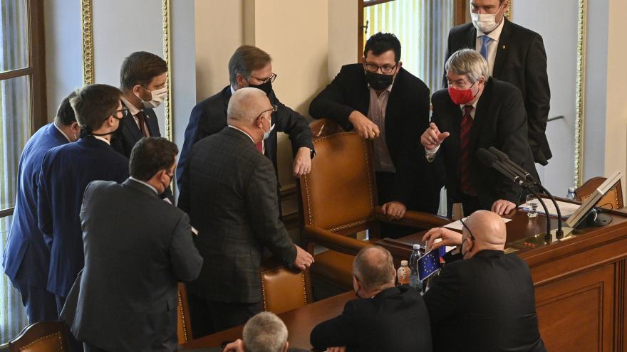 Video Události: Poslanci jednají o prodloužení nouzového stavu