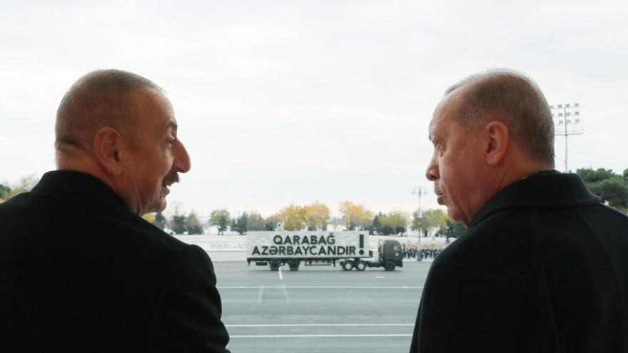 Video Horizont ČT24: Okázalé přijetí prezidenta Erdogana