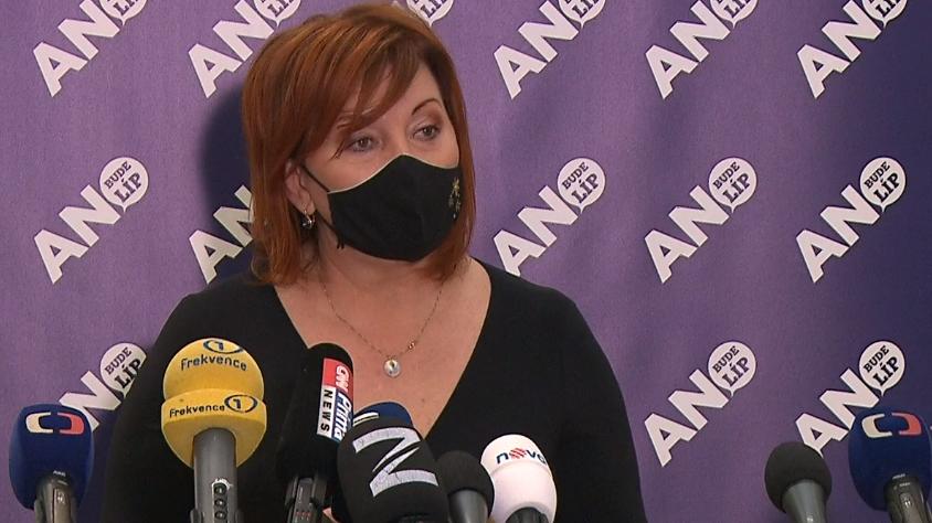 Video Brífink ministryně financí Schillerové ke schválení daňového balíčku