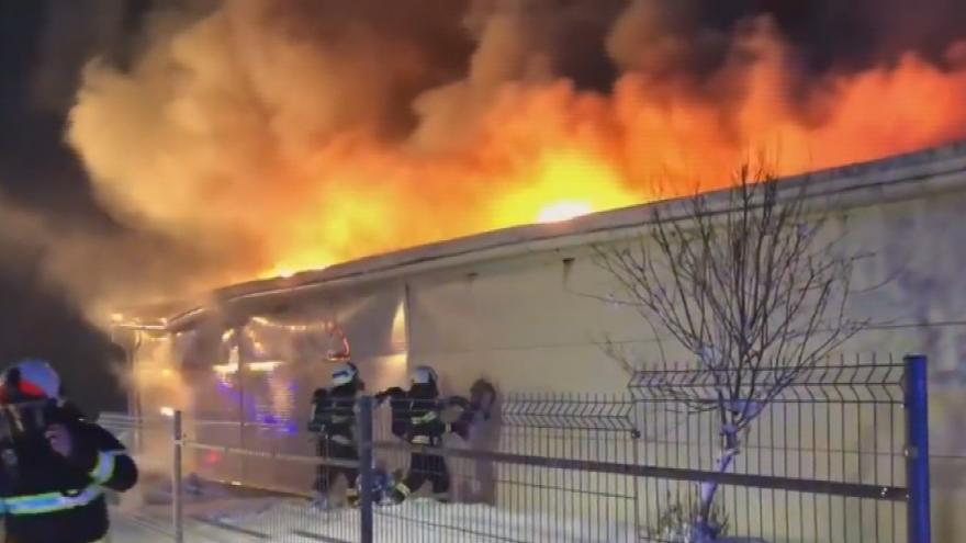 Video Požár skladovací haly v Sendražicích