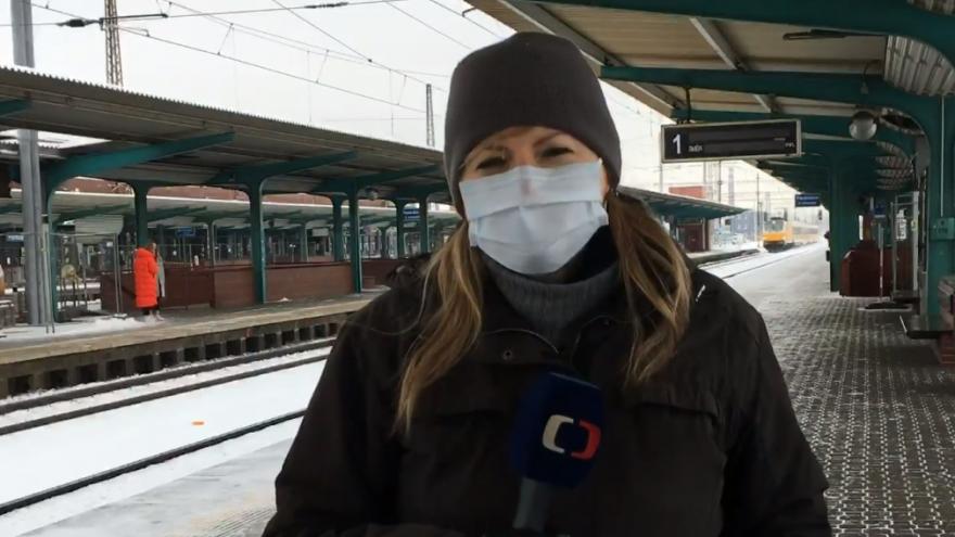Video Sníh zkomplikoval dopravu na severovýchodě Čech