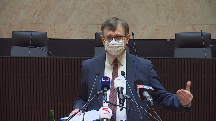 Video Brífink soudce Ústavního soudu Šimíčka ke zrušení části omezení pro maloobchod