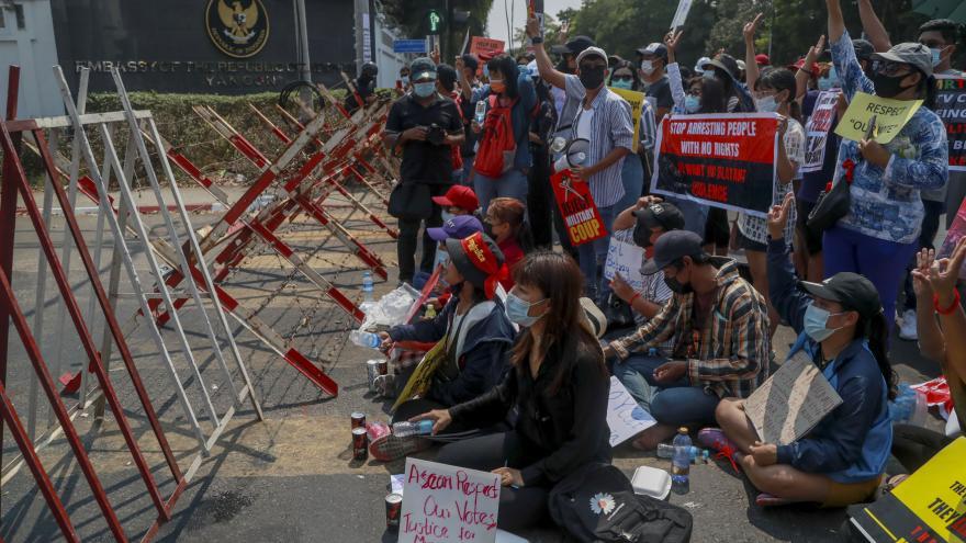 Video Horizont ČT24: Svět izoluje Myanmar
