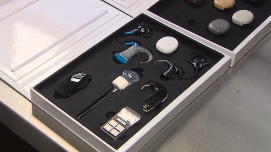 Video Jak funguje kochleární implantát