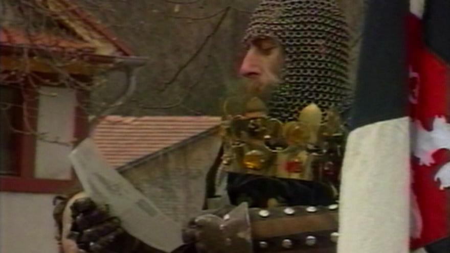 Video Karlštejn obsadili ozbrojenci
