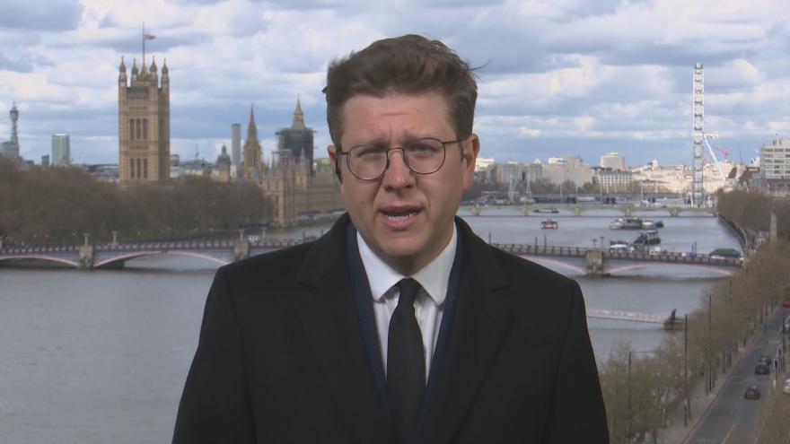 Video Zpravodaj Vostal komentuje atmosféru a reakce ve Velké Británii po smrti prince Philipa