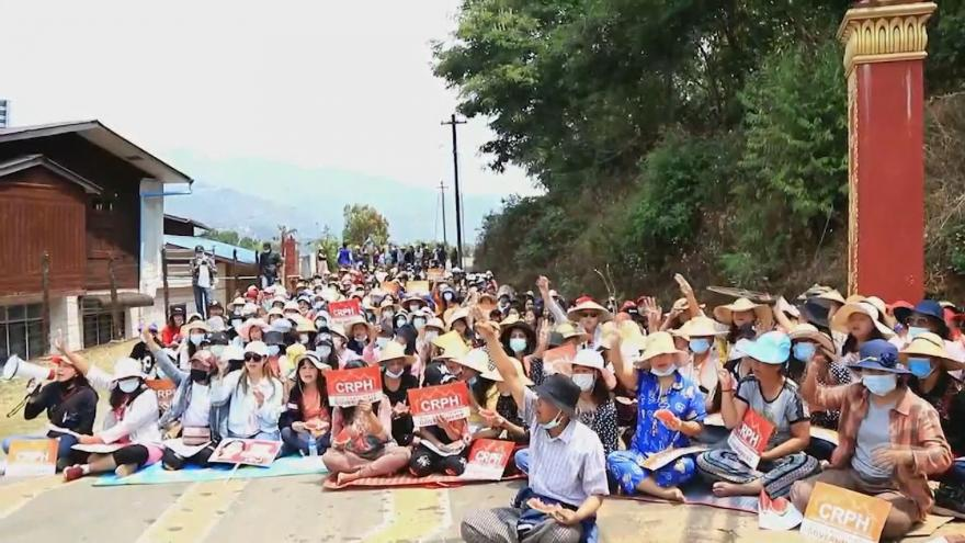 Video Demonstranti v Myanmaru protestovali písněmi proti násilí