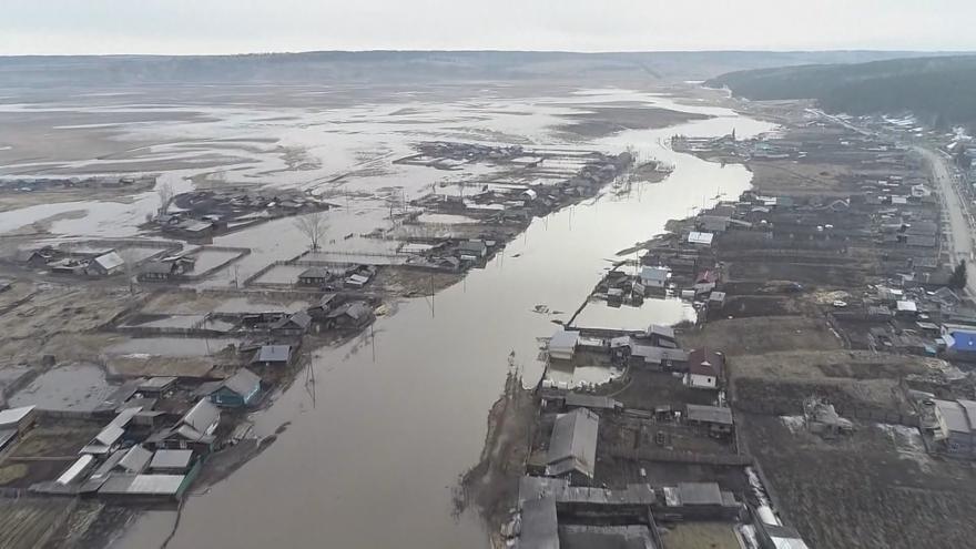 Video Vesnice na Sibiři se ocitly pod nánosy bahna. Jarní povodně vyhnaly z domovů stovky lidí
