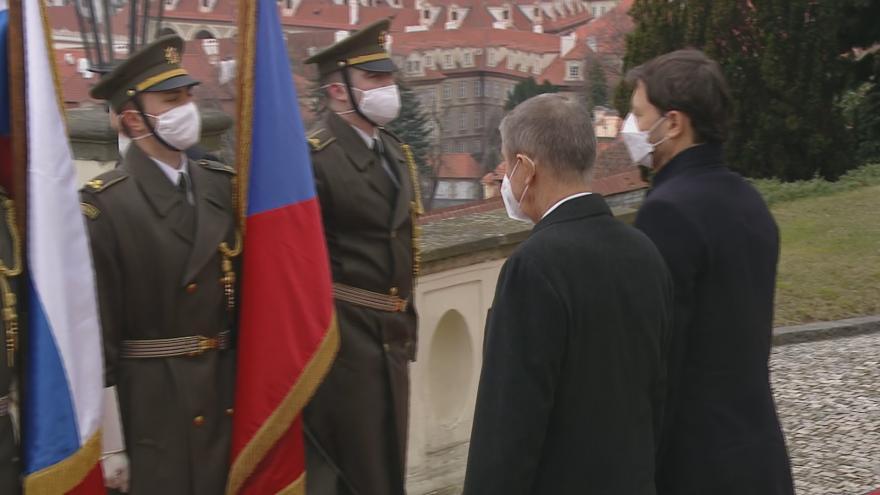 Video Premiér Babiš v Kramářově vile přivítal předsedu slovenské vlády Hegera