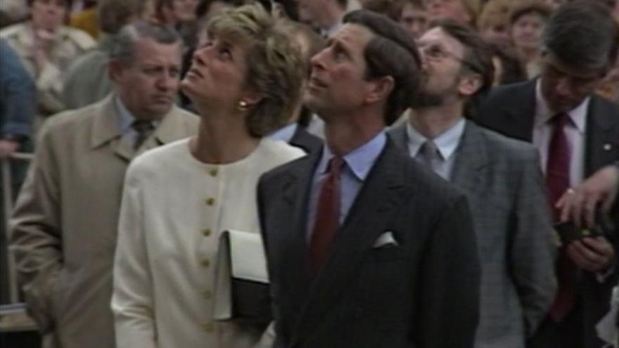 Video Druhý den návštěvy britského královského páru v Československu