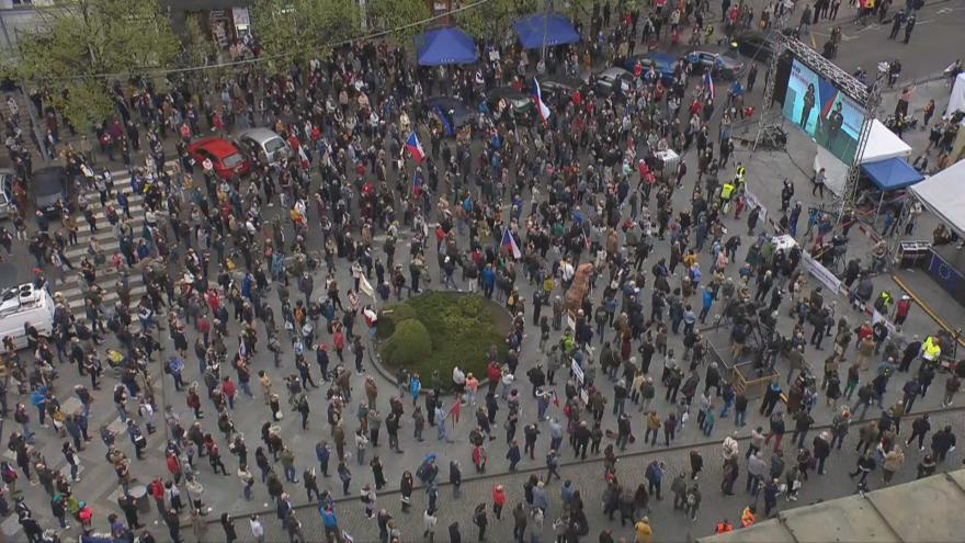 Video Události: Lidé protestovali proti příklonu prezidenta a jiných politiků k Rusku