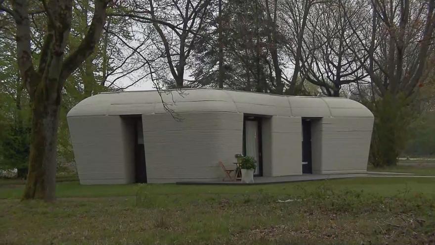 Video V Nizozemsku postavili dům z 3D tiskárny. Projekt má pomoci s nedostatkem bytů