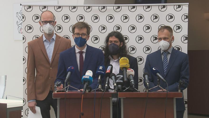 Video Brífink Pirátů před jednáním sněmovny z 15. června