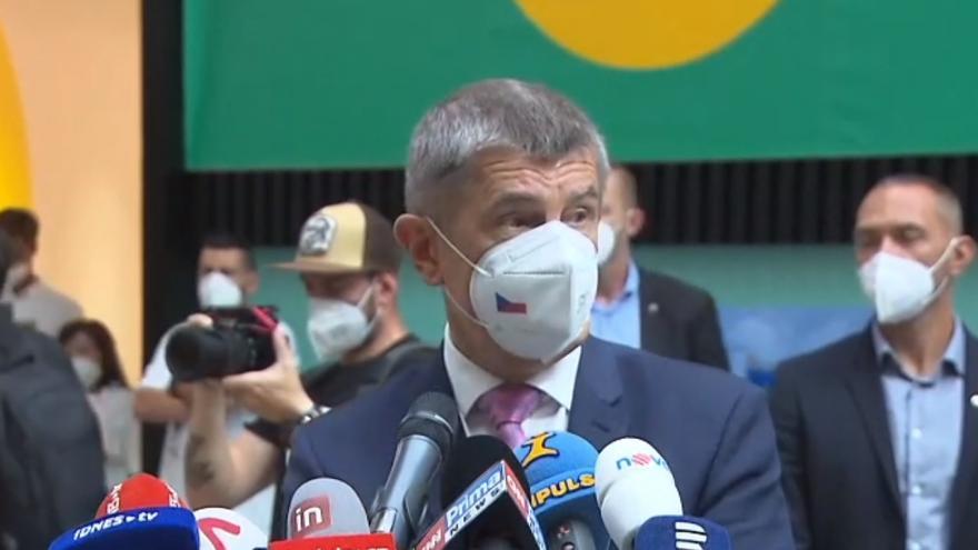 Video Brífink premiéra Babiše a ministra Vojtěcha k otevření dalších očkovacích míst