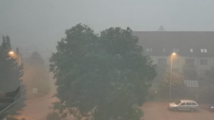 Video Česko zasáhly přívalové deště s krupobitím