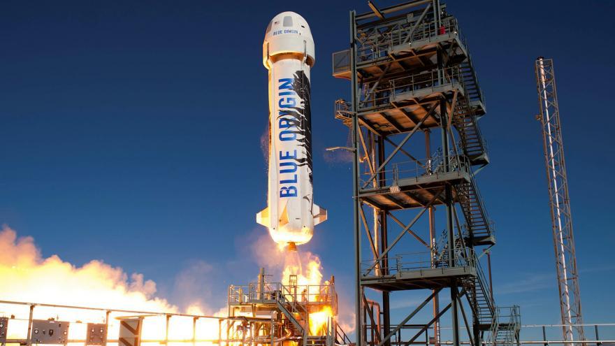 Video Miliardář Jeff Bezos dosáhl hranice vesmíru v raketě New Shepard společnosti Blue Origin
