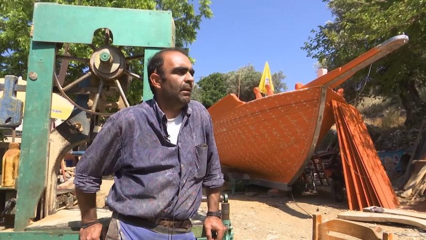 Video O tradiční výrobu lodí není mezi mladými Řeky zájem. Řemeslo sahající až do antiky tak může vymizet