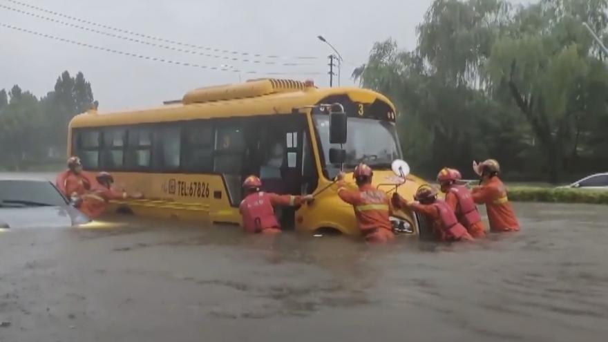 Video Protržené hráze, zaplavené ulice. Čína se potýká s masivními záplavami