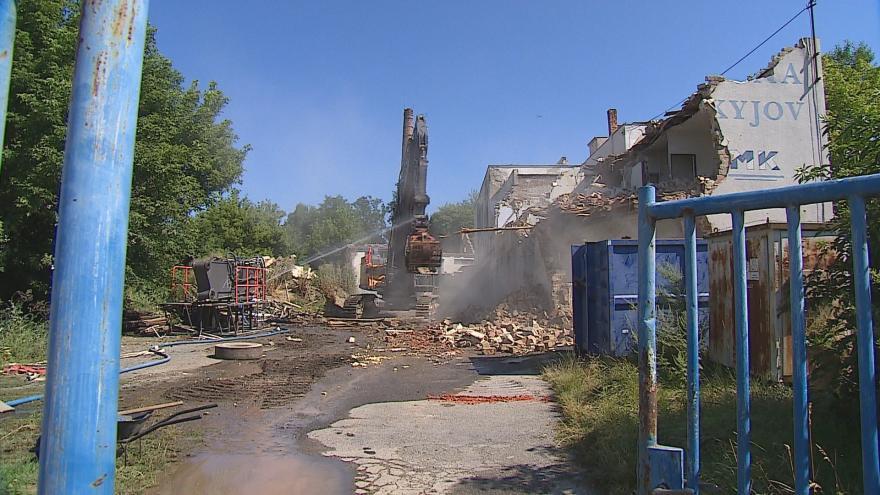 Video Na Hodonínsku bourají kdysi vyhlášenou mlékárnu. Město na jejím místě plánuje byty a obchody