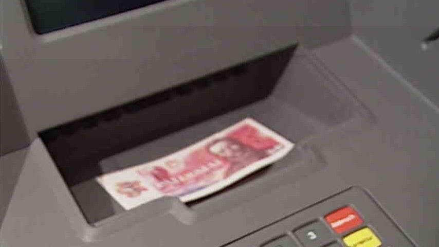 Video První bankovní automat ve střední a východní Evropě pro platební karty Visa