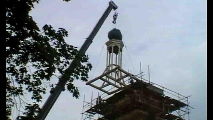Video Zámek v Kounicích na Nymbursku získal novou věž