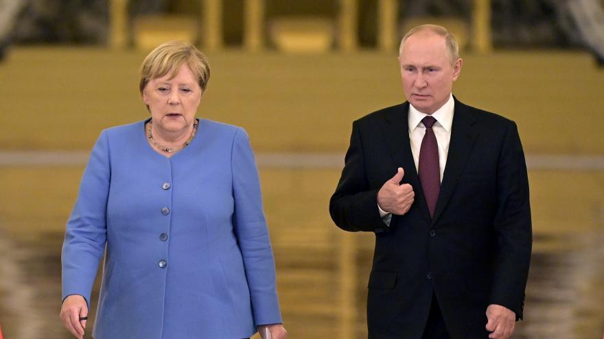 Video Setkání německé kancléřky Merkelové s ruským prezidentem Putinem