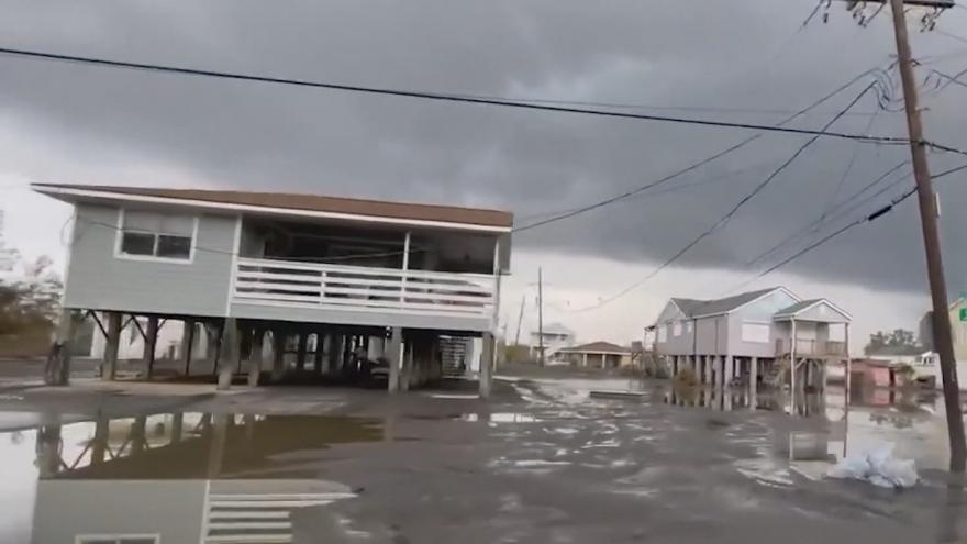Video Kamery v Louisianě zachytily škody po hurikánu Ida. Tisíce lidí jsou bez proudu