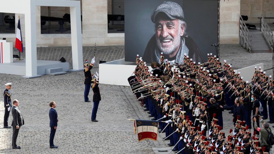 Video Ceremonie k uctění památky Jeana-Paula Belmonda