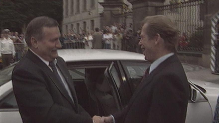 Video Lech Walesa navštívil Československo