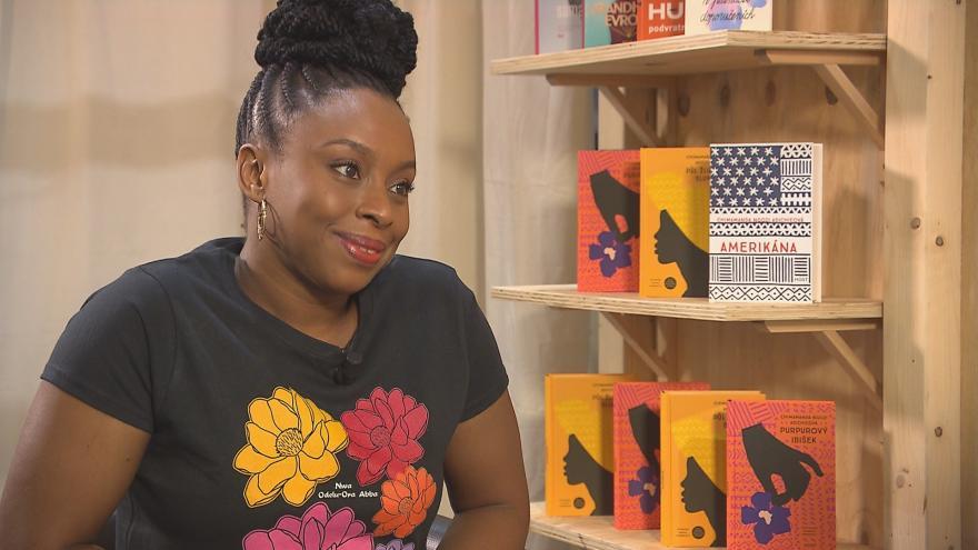 Video Rozhovor se spisovatelkou Chimamandou Ngozi Adichiovou