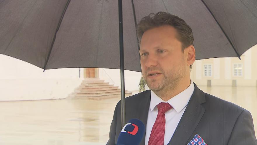 Video Jednání předsedy sněmovny Vondráčka s hradním kancléřem