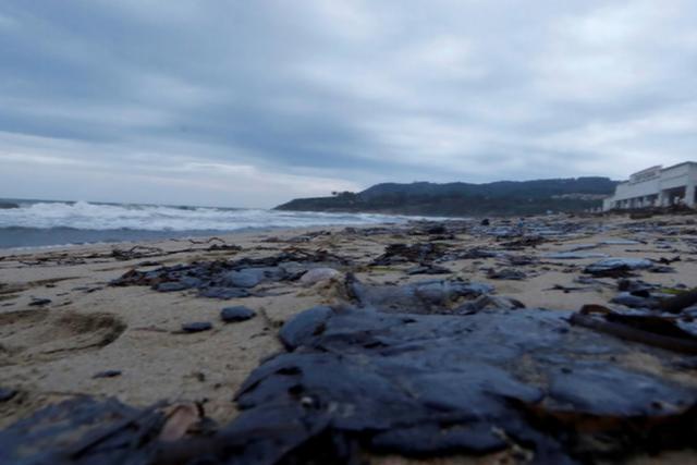 Palivo uniklé po srážce lodí znečistilo Azurové pobřeží