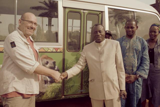 Toulavý autobus v Kamerunu