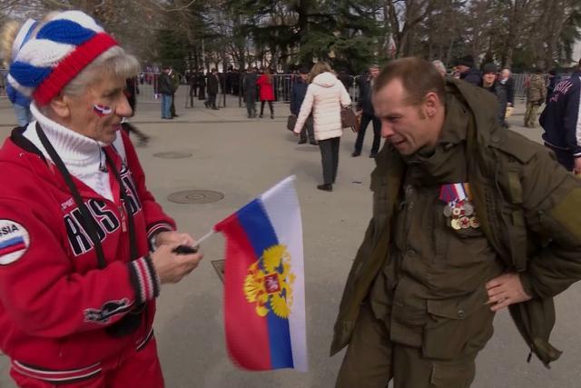 Většina obyvatel Krymu Rusům fandí