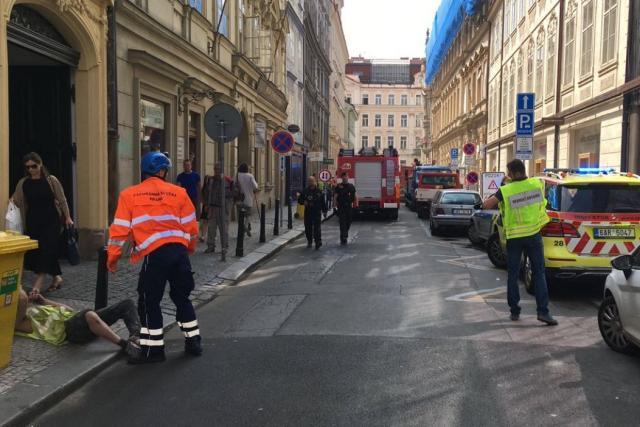 Na stavbě v centru Prahy se zřítila část budovy