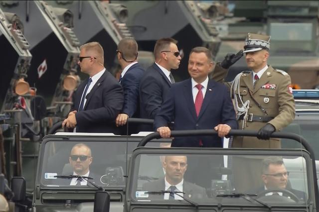 Vojenská přehlídka ve Varšavě