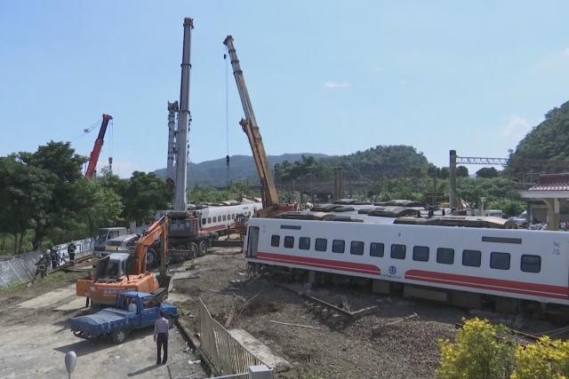 Železniční nehoda - vykolejený vlak na Tchaj-wanu