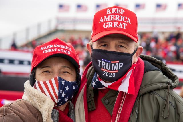 Příznivci Donalda Trumpa na mítinku v Janesville ve Wisconsinu
