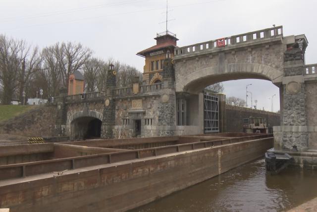 V Hoříně zkouší nový zvedací most