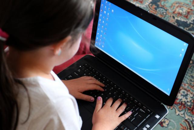 Dítě u počítače