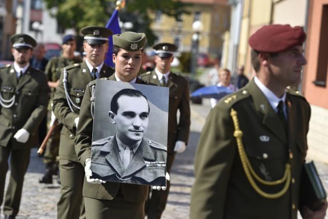 Uložení ostatků Miloše Knorra v Ivančicích