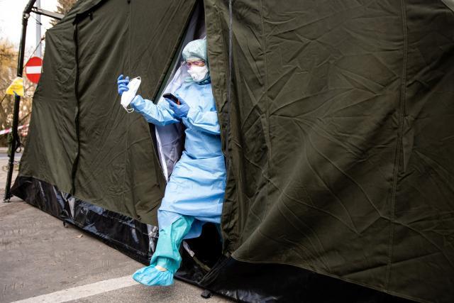 Polní nemocnice v boji s koronavirem