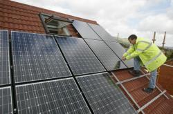 Instalace solárních panelů na dům