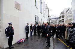 Prezident Hollande po odhalení pamětní desky