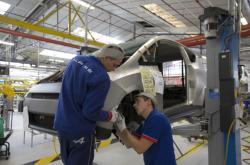 Práce na výrobní lince Renaultu
