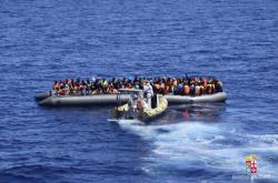 Člun s uprchlíky