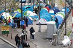Migranti zakotvili v ulicích Paříže