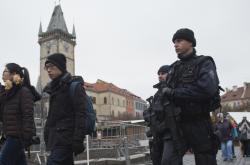 Policejní hlídky na Staroměstském náměstí