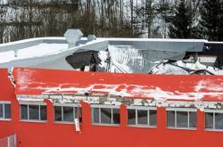 Zřícená střecha ve sportovní hale v České Třebové